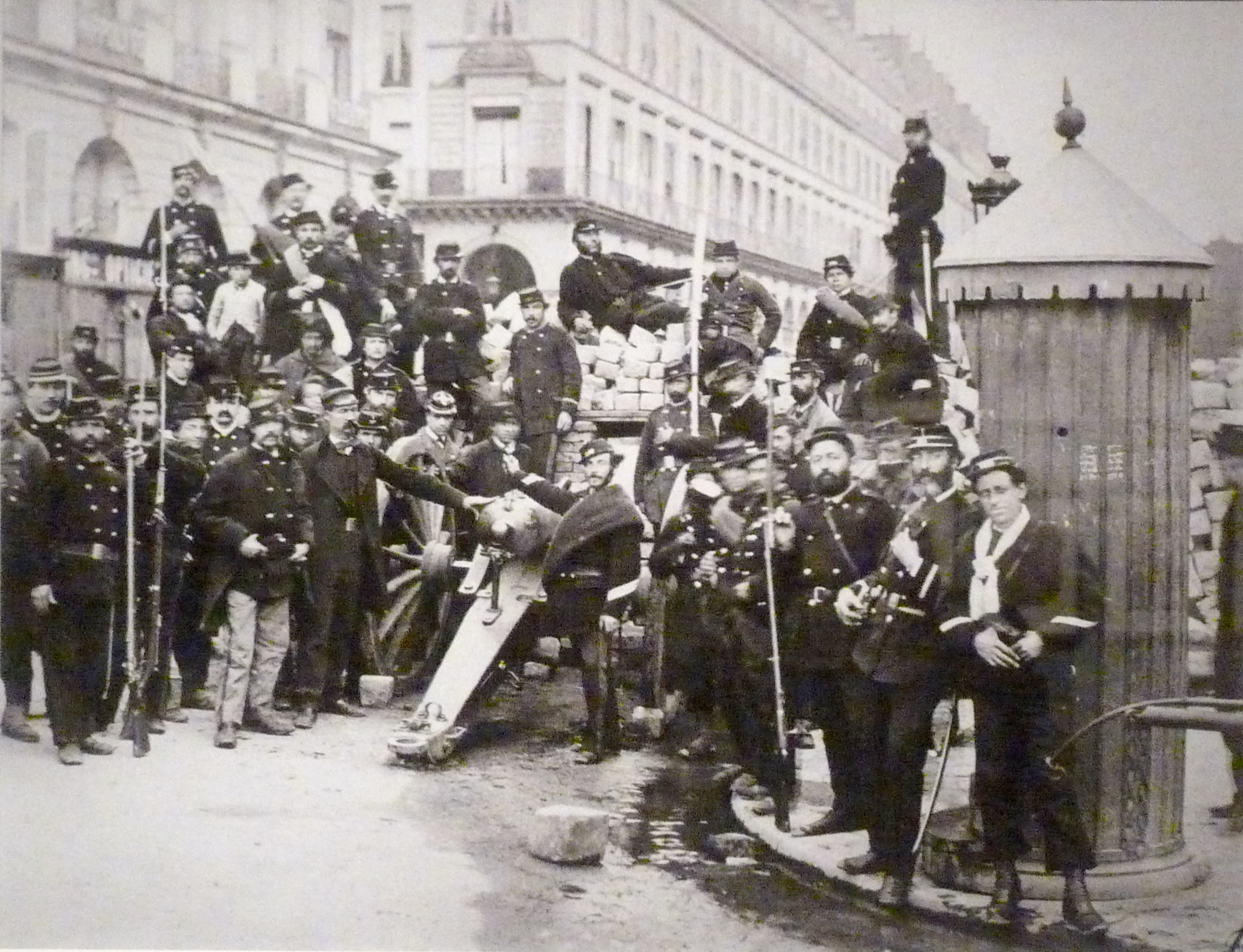 paris commune The paris commune demanded higher wages, better working conditions and lower prices all the answerers.
